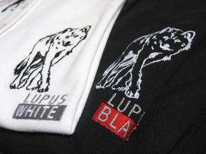 Bruststick auf Poloshirts, bestickte Textilien